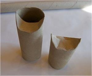 Сворачиваем картон в виде конуса