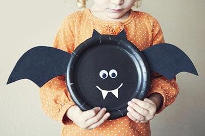 Летучая мышь из одноразовой тарелки
