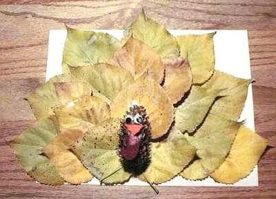 Индюшонок из шишки и листьев