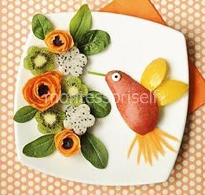 Птичка с цветами из фруктов