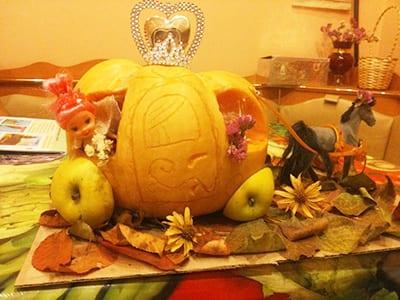 Карета из тыквы с колесами из яблок