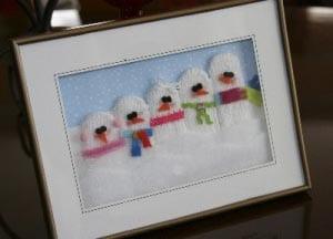 """Аппликация """"снеговики"""" из перчатки"""