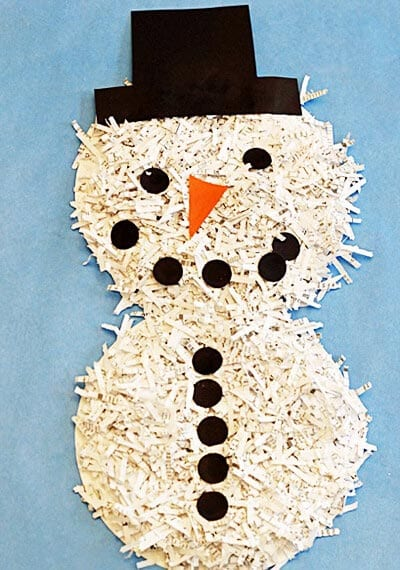 Снеговик из кусочков бумаги