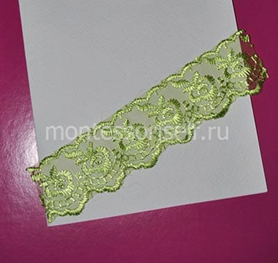 Кусок зеленой тесемки