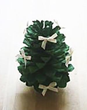 Новогодняя поделка елка из шишек 3