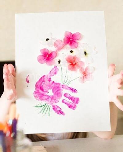 Рисунок-аппликация на День Матери