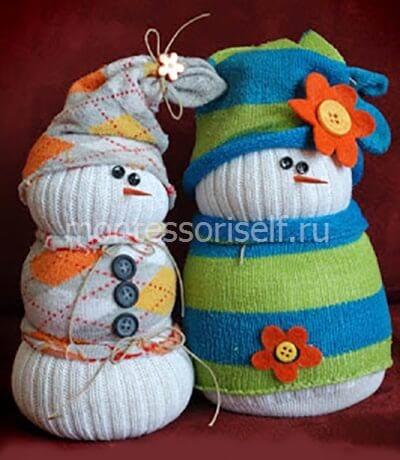 Как сделать снеговиков из носков?