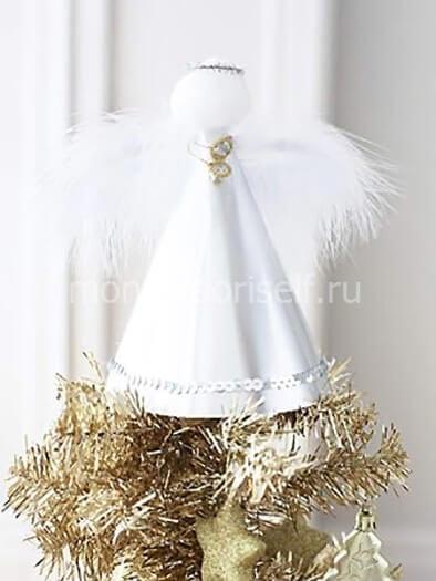 Ангел из ткан или бумаги с перьями