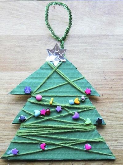 Новогодняя елочка из подручных материалов