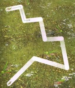 Лабиринт кузнечик на травке