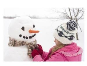 Зимняя забава - лепим снеговика