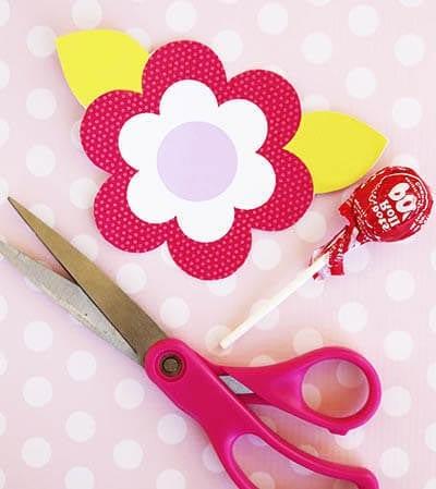 Вырезаем цветок из бумаги