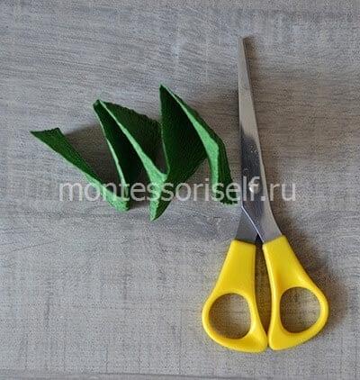 Гармошка из зеленой бумаги