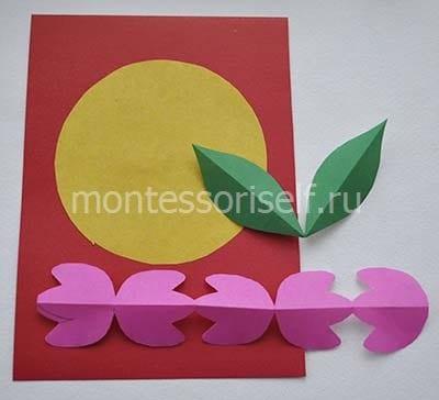 Основа открытки, желтый круг, листики и розовые тюльпаны