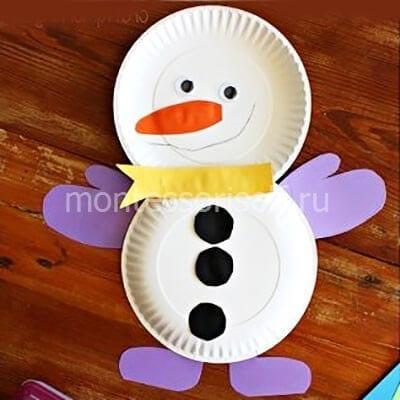 Снеговик из цветной бумаги и одноразовых тарелок