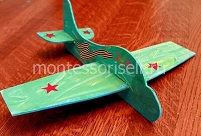 Военный самолет из картона