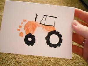 Трактор из отпечатков ножки