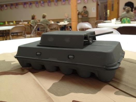 танк из коробок