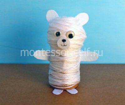 Белый медведь из ниток
