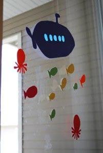 Украшение на окно из бумаги - подводная лодка 3