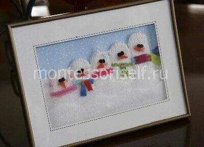 "Картина ""снеговики"" из перчаток"