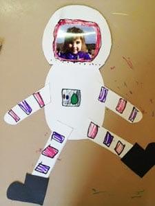 Аппликация из бумаги - космонавт