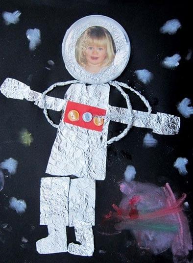 Аппликация из фольги — космонавт