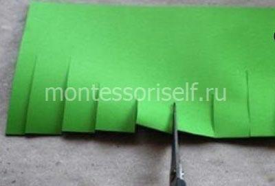 Делаем надрезы на зеленом листе