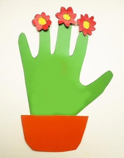 Весенний цветок из отпечатка детской ручки