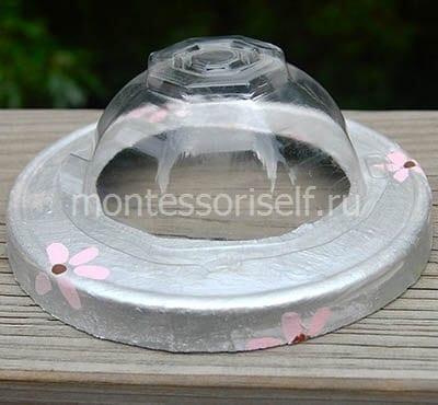 Прикрепляем пластиковую ячейку