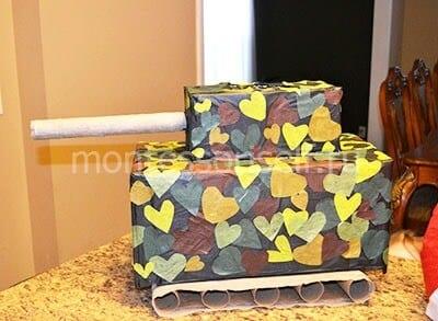 Танк из картонных коробок