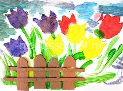 Тюльпаны за забором