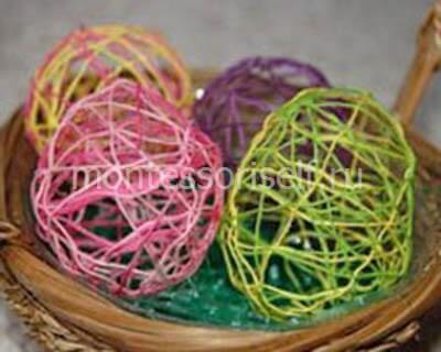 Пасхальная композиция из ажурных яичек