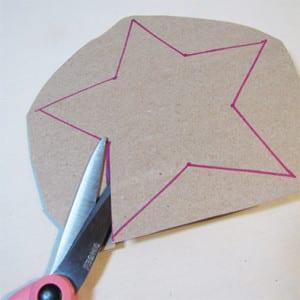 Вырезаем звезду из картона