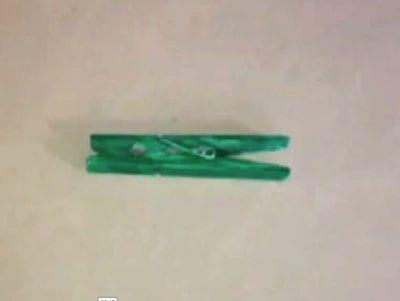 Красим прищепку в зеленый цвет