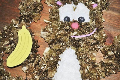 Приклеиваем глазки, ротик, носик и банан