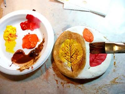 Покрываем поделку другим цветом или лаком