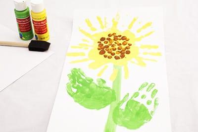 Рисунок детскими ладошками