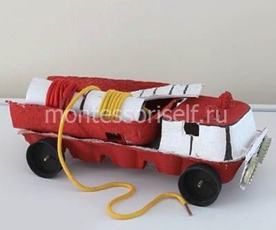 Пожарная машина из каретки из-под яиц