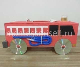 Пожарная машина с колесами из дисков