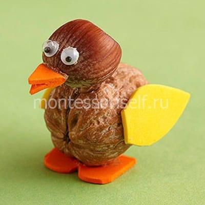 Птичка из орешков