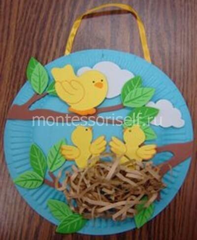 Птички в гнездышке на одноразовой тарелке