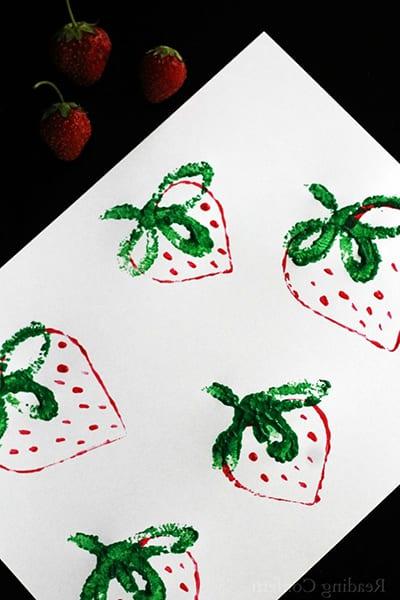 Клубника рисунок штампованием 3