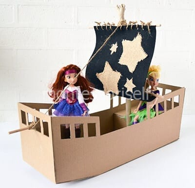 Корабль из коробки для кукол