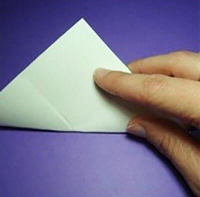 Выгибаем треугольник наружной стороной внутрь
