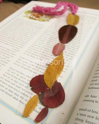 Закладка для книг из пленки и листьев