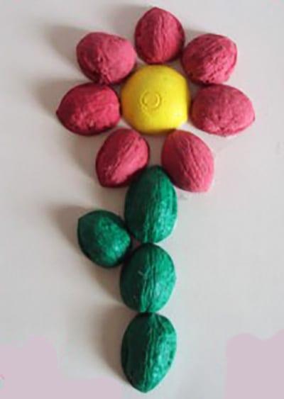Цветок из ореховой скорлупы