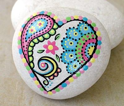 Узор на камне в виде сердечка