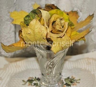 Цветы из кленовых листьев