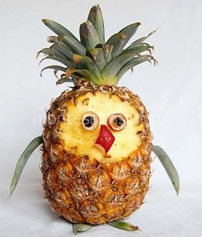 Птичка из ананаса